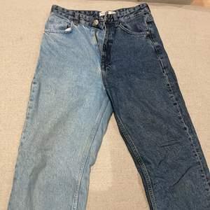 These high waisted pull and bear jeans almost brand new and only worn a couple times are very good quality and trendy. Dessa jeans med hög midja är nästan helt nya och endast använda ett par gånger av mycket bra kvalitet och trendiga.