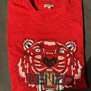 Kenzo T-shirt använd 3-4 gånger nypris 1000