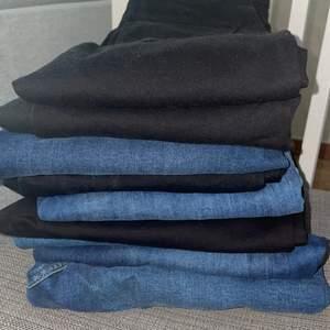 9 par jeans från olika märken. Oavända och fint skick, några med lapparna kvar. Gina Tricot Molly stl M (3 st). Bik Bok higher flex jeans svarta ankle stl M (1). Gina Tricot Molly jeans mörk blåa stl M (1st). TopShop jeans stl W30 L30 mörkblåa. Gina Tricot Lisa jeans mörkblåa stl 40 (lågmidjade)(1st). TopShop Jamie jeans stl W28 L32 mellanblåa (1st). Gina Tricot Lisa jeans stl 38 (lågmidjade) (1st). Säljer tillsammans