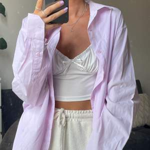 Jättefin oversized rosa skjorta! 💗 frakt på 50kr tillkommer 🥰