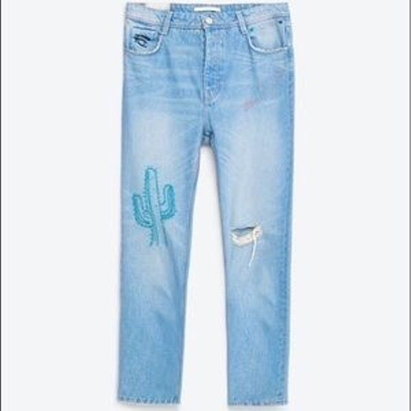 ZARA jeans with cactus embroidered details Mid rise Size 34, but it can fit size 36 as well.. Jeans & Byxor.