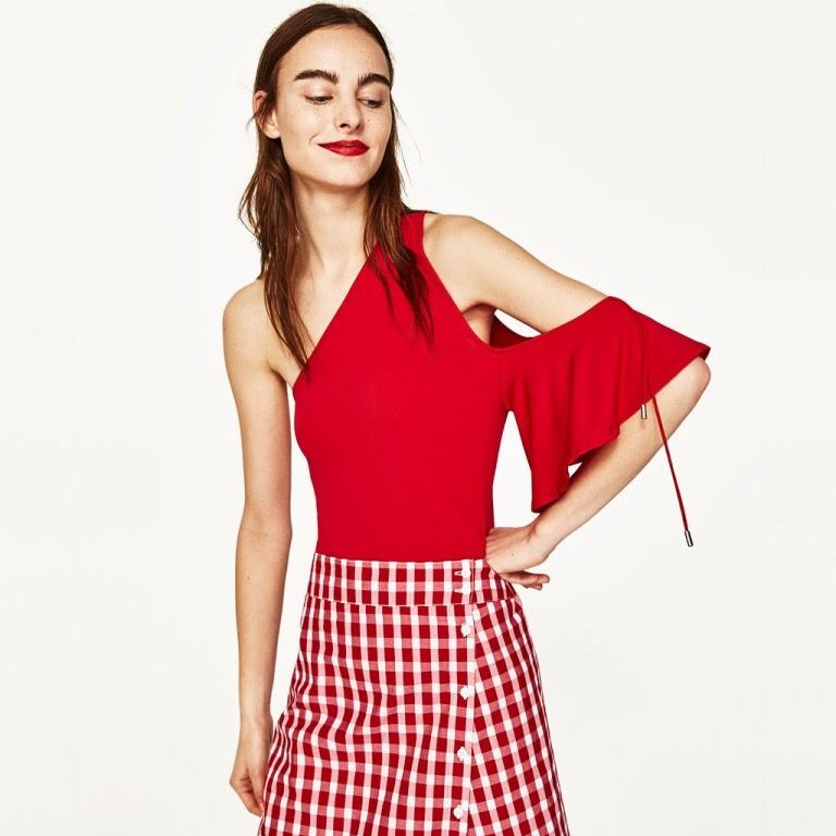ZARA red one shoulder bodysuit. Completely stretchable New with tags. Size M  Pick up available in Kungsholmen  Please check out my other items! :) . Blusar.
