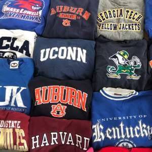 Inom kort kommer vi lägga ut alla dessa superfina sweatshirt/hoodies! Några ligger redan ute men mer kommer i veckan! Budgivning sker i kommentarerna. Köp 2 st sweatshirts/hoodies och få gratis frakt! Annars ligger frakten på 66kr🥰