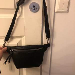 En svart väska oanvänd