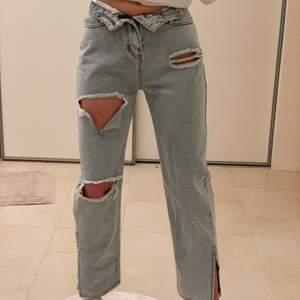 Mina jeans kommer inte till användning!! Säljer dessa, har bara använt dem 1 gång så dem är som nya! Skitsnygga men har för många som liknar dessa så vill gärna sälja dem nu!! Buda privat 💞💞💞