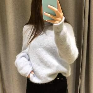 Säljer min jätte snygga stickade tröja från bikbok, den är blå/vit och jätte mysig, original pris: 399, mitt pris:200