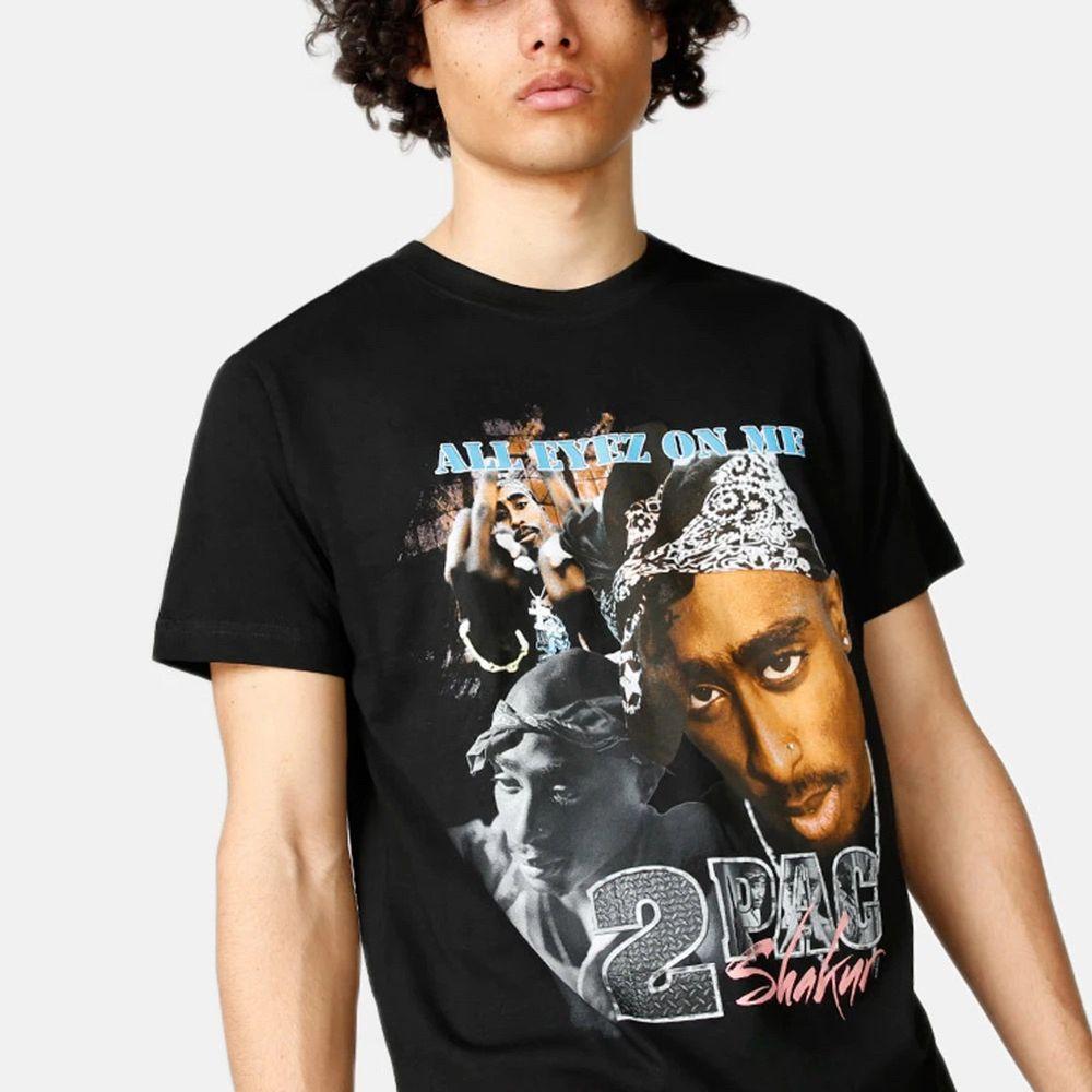Cool tupac tshirt i storlek M (unisex). Säljs pga att den inte kommer till användning och är därmed i nyskick! Pris kan diskuteras 💕. T-shirts.