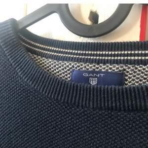 Säljer denna GANT tröja som knappt är använd. Storlek saknas men sitter bra på mig som har XS/S🥰