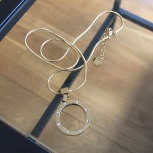 Superfint halsband som tyvärr inte kommer till användning