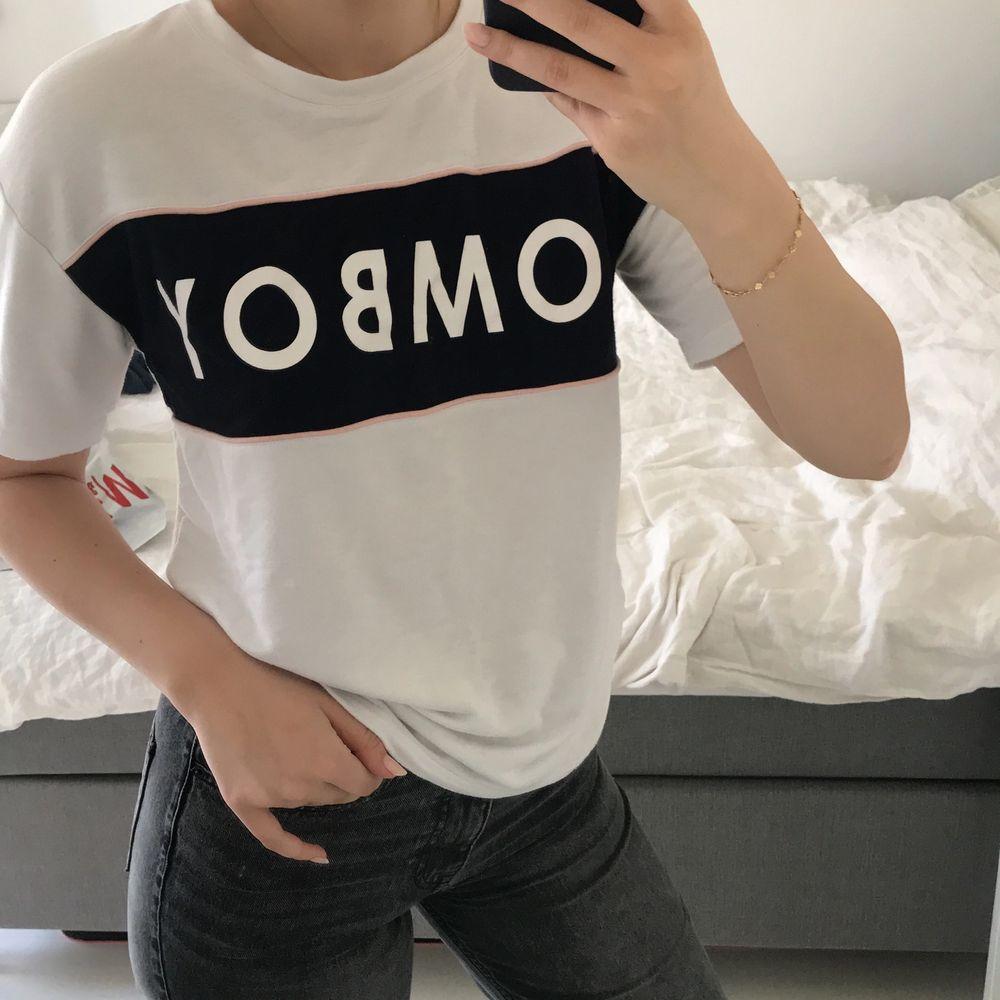 Mjuk o härlig t-shirt! Lite oversize. Frakt tillkommer. T-shirts.