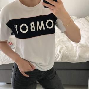 Mjuk o härlig t-shirt! Lite oversize. Frakt tillkommer