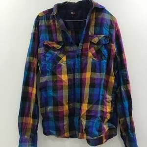 Rutig/färgglad skjorta