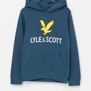 Helt oanvänd Lyle&Scott hoodie i stolek M. Nypris 679kr, säljer för 200kr + frakt💕🥺
