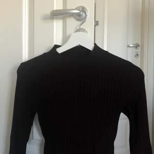 Mycket trendig brun tröja som är i alldeles ny sick😘