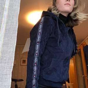 Mörk blåt tröja, vintage. Frakt tilkommer 💗💗
