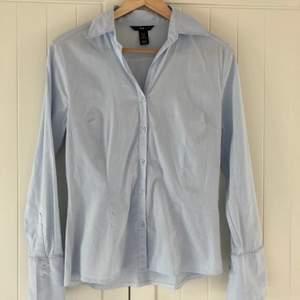 •Helt ny skjorta från H&M •Aldrig använd