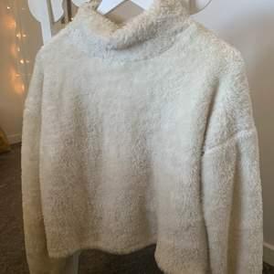 Sweatshirt med fluffigt material från stadium i storlek Xs