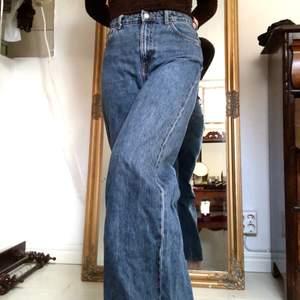 Jeans från weekday i modellen ace, färgen ohio blue! Så snygga