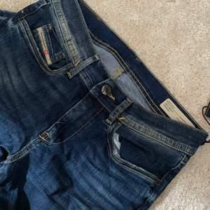 Bootcut jeans strl 14Y. Nya med prislapp.