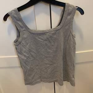 Ballt grått linne, frakt 49 kr storlek s