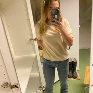 Säljer bootcut jeans, sparsamt använda💕