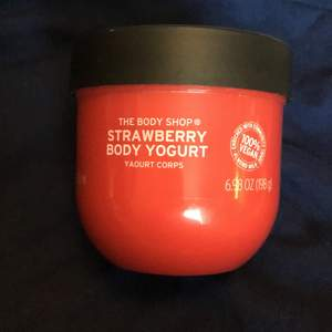 Straberry body yoghurt från the body shop! Frakt 44kr
