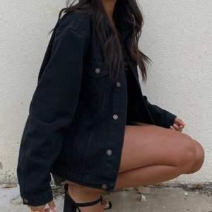 Oversized jeansjacka i väldigt bra skick🖤