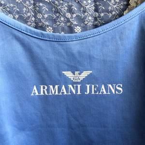 Jättegulligt linne i storlek small, i använt skick men inget slitage! Inte min stil längre men passar S-M då den är stretchig 💙💙💙