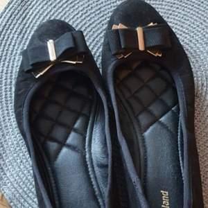 Svarta fina sandaler, använda 1 gång