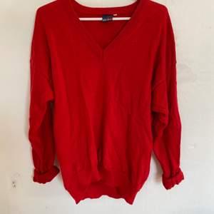 Nu säljer jag denna väldigt fina tröja från evanpull. Storlek M och väldigt bra skick. Säljer då den ej längre passar. Hör av er för fler bilder:) köparen står för ev frakt