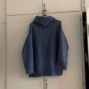 Mysig tröja från zara, använd enstaka gånger. Snyggt oversize.