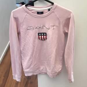 Säljer min jätte fina rosa gant tröja som köptes för 999kr. Den är i jätte bra skick och nytvättad.😍