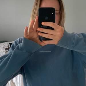 Superfin sandro sweatshirt som köptes här på plick! Har tyvärr inte kommit till så mycket användning. Storlek xs men passar mig bra som har S