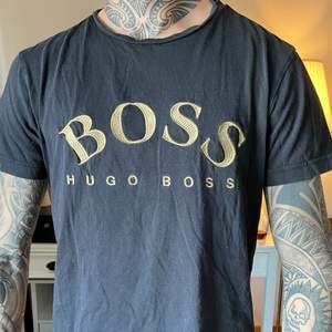 Hugo Boss t-shirt i storlek S. Bra skick. Ordinarie pris runt 550-600, mitt pris 300