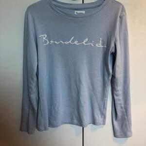 Ljusblå bondelid tröja i storlek xs. Knappt använd  alltså är den precis som ny. (Frakt tillkommer)