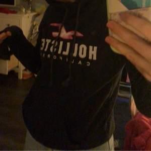 Cool Hollister hoodie. Knappt använd och vill gärna bli av med.