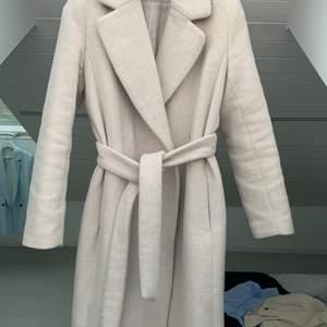 Jättefin kappa från hm som inte längre kommer till användning, 350 kr inkl frakt🌸☺️