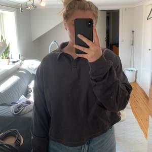 Helt ny tröja från Nelly med tags kvar. FRI FRAKT!! Storlek XL, men passar L bättre.