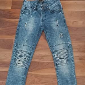 Balmain jeans köpta för ett år sedan i storlek 30 däremot så saknas kvitto därav priset