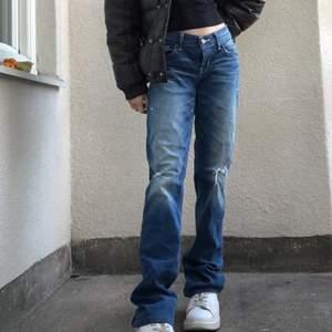 INTRESSEKOLL! Världens snyggaste LÅNGA lågmidjade jeans från hollister, är inte säker på att jag vill sälja men vid bra bud säljer jag🙌🏽💞💥Högsta bud: 150kr      KÖP DIREKT FÖR 200+frakt