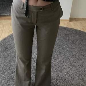 Lågmidjade byxor är 170 o passar mig bra