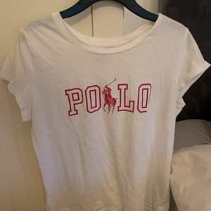 Fin t-shirt från Raplh lauren, sälges pga att den inte längre kommer till användning.