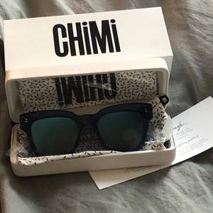 Ett par fett snygga chimi glasögon som inte kommit till användning, helt oanvända! Slutsålda från hemsidan. Färg, modell och lins finns på andra bilden. Intresserad? Buda, du kan även fråga om fler bilder💗💗