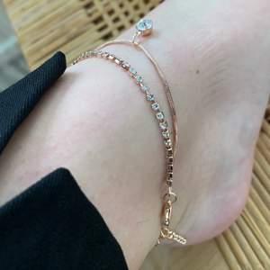 Jag säljer nu min fina fotlänk eller armband! Det är lite oklart eftersom det blev ett fel i min beställning när jag beställde ifrån SHEIN. (Frakt får köparen stå för om man inte är tillgänglig att mötas upp i Kungsbacka)❤️❤️