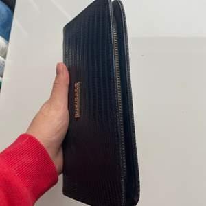 Säljer denna snygga plånbok. Knappt använd & kommer ej till användning längre. Köparen står för frakt 💞