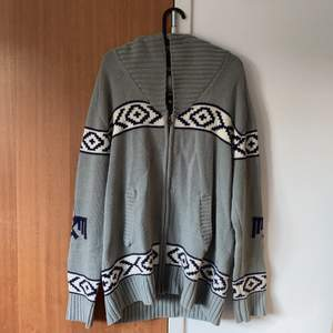Gray cozy sweater, size XL. Used, but very good condition.