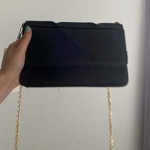 En helt oanvänd väska från zara, med prislappen kvar 🌸💓