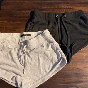 Säljer två par mjukis shorts då de inte passar mig längre. Lite noppriga därav det billiga priset. Båda för 40kr eller ett par för 25kr. Frakt varierar beroende på om du köper båda eller ett par🤎