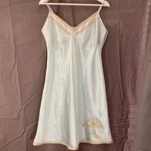 Ljusblå klänning / nattlinne. Fint skick.