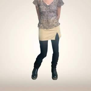 supersöt kjol från princess polly! storleken är 32, men jag är något mer en 36a och den går på, men är lite liten!